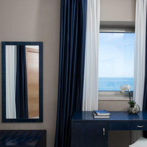 Superior dettaglio finestra vista mare